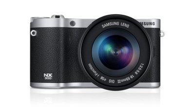The compact design of the NX300 makes it easier for anyone to capture images like a pro with minimal technical knowledge or time spent adjusting any parameters needed.