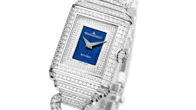 This Reverso Cordonnet Duetto, a white gold watch paved with 1250 diamonds, is a stunning piece fit for any occasion.