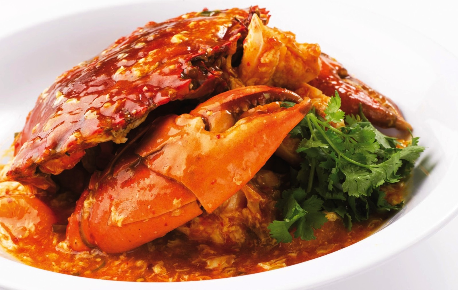At Kelong they prepare Singapore chilli crab in the traditional way.