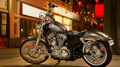 The sleek and polished Harley Davidson Sportster 72 2014 model is just the thing for Bangkok's busy streets.
